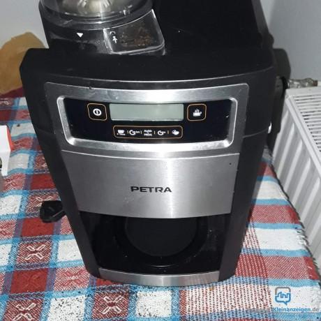 verkaufe-kaffeemaschine-mit-mahlfunktion-fur-kaffeebohnen-big-0